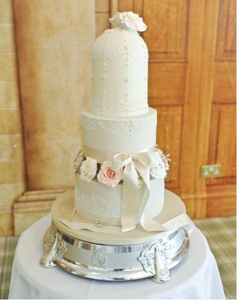 truly-scrumptious-designer-cakes